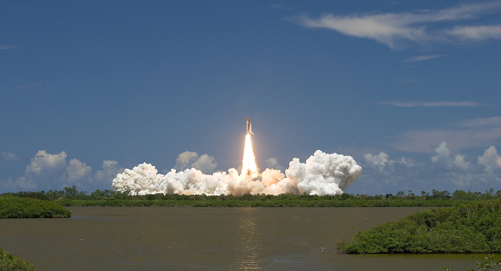 Space Shuttle Discovery launch, STS-121<br />