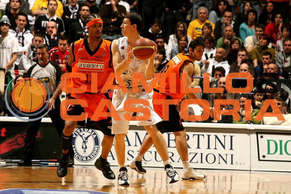 DESCRIZIONE : Bologna Lega A1 2006-07 VidiVici Virtus Bologna Snaidero Udine <br /> GIOCATORE : Ilievski<br /> SQUADRA : VidiVici Virtus Bologna <br /> EVENTO : Campionato Lega A1 2006-2007 <br /> GARA : VidiVici Virtus Bologna Snaidero Udine <br /> DATA : 04/02/2007 <br /> CATEGORIA : Passaggio<br /> SPORT : Pallacanestro <br /> AUTORE : Agenzia Ciamillo-Castoria/M.Marchi