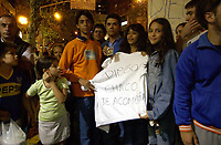 19/04/04 - DIEGO MARADONA WAS INTERNED AT HOSPITAL - Buenos Aires - Argentina. <br /> The ex Argentinean football player was interned at hospital yestarday night.<br /> Here MARADONA'S FANS outside the clinic.<br /> Foto: Digitalsport/Argenpress<br /> NORWAY ONLY