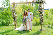 Het huwelijk van Katja en Freek op camping Netl - De wildste tuin
