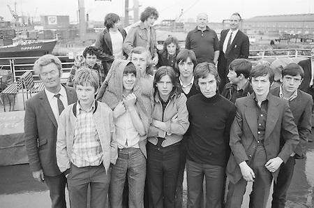 12.08.1972 Football London Minor Team Arrives at Car Park