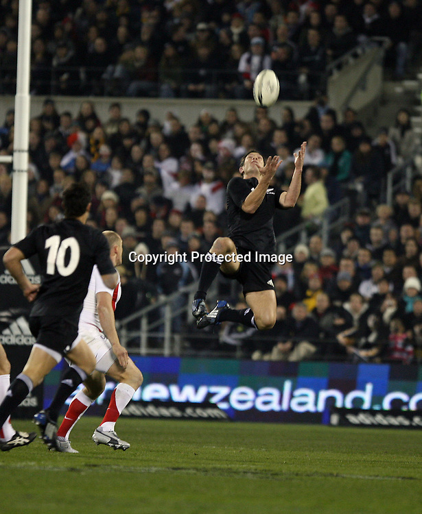 Leon MacDonald. Iveco test match series, All Blacks beat England 44-12, 2nd Test, AMI Stadium, Christchurch, Saturday 14 June 2008. Photo: Marc Weakley/PHOTOSPORT