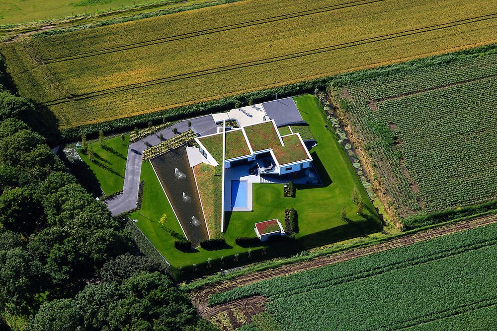 Nederland, Zuid-Holland, Gemeente Albrandswaard, 15-07-2012; Het Buijtenland van Rhoon, villa in de Zegenpolder..Modern villa in the polder. luchtfoto (toeslag), aerial photo (additional fee required).foto/photo Siebe Swart