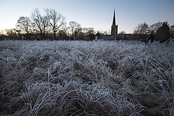 © Licensed to London News Pictures. A frost covered landscape over Buford in Oxfordshire on December 29, 2014 as most of the UK woke to freezing temperatures.. Photo credit : Ben Cawthra/LNP