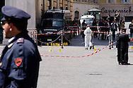 Roma 28 Aprile 2013.I rilievi dei carabinieri del RIS  sul luogo della sparatoria davanti Palazzo Chigi dove sono stati feriti due carabineri da un uomo poi arrestato.