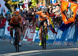 Arrival / PIETERS Amy and Annemiek van VLEUTEN of Netherlands during the Elite Road Race 156.2km race from Kufstein to Innsbruck 582m at the 91st UCI Road World Championships 2018 / RR / RWC / on September 29, 2018 in Innsbruck, Austria. Photo by Vid Ponikvar / Sportida
