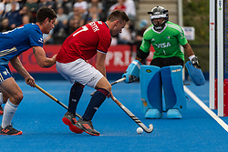 Alan Forsyth of Great Britain Men is watched by Juan Catan of Argentina Men during the 2019 Men's FIH Pro League match at Lee Valley Hockey Centre, Stratford<br /> Picture by Simon Parker/Focus Images Ltd <br /> 18/05/2019