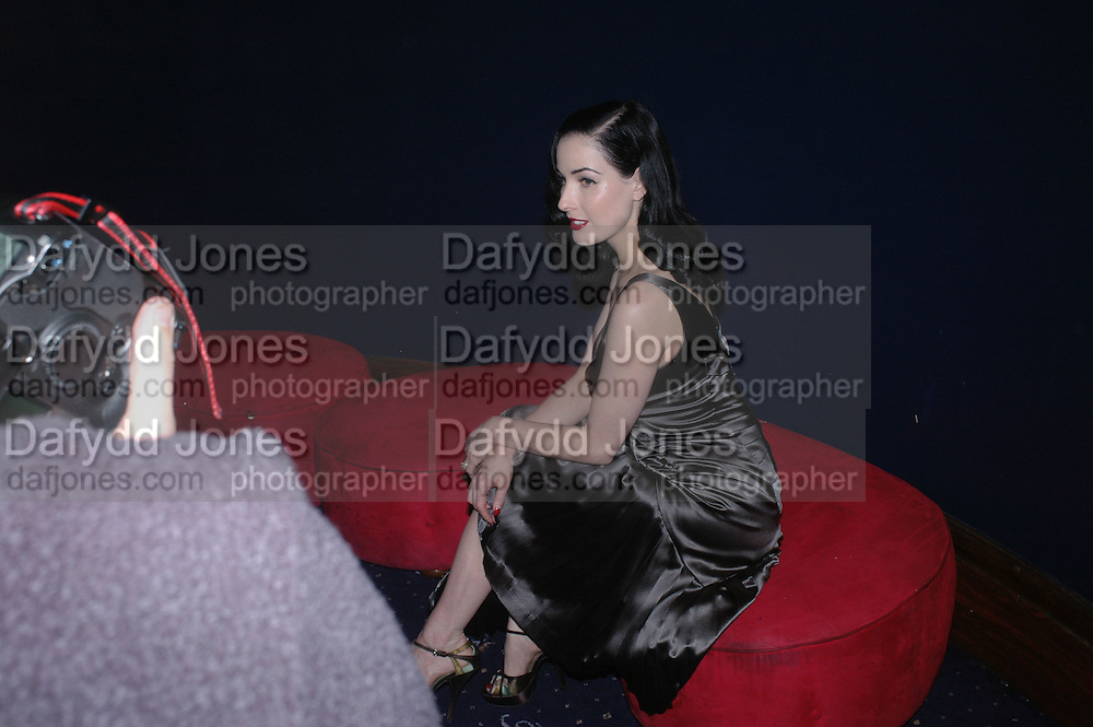 Dita von Teese, Cafe de Paris 80th birthday party. Coventry St. London 26 October 2005. October 2005. ONE TIME USE ONLY - DO NOT ARCHIVE © Copyright Photograph by Dafydd Jones 66 Stockwell Park Rd. London SW9 0DA Tel 020 7733 0108 www.dafjones.com