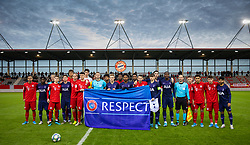 MUNICH, GERMANY - Wednesday, December 11, 2019: Tottenham Hotspur and Bayern Munich players come togerther for a UEFA Respect group photograph before the final UEFA Youth League Group B match between FC Bayern München and Tottenham Hotspur at the FC Bayern Campus. (Pic by David Rawcliffe/Propaganda)