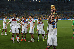 13.07.2014, Maracana, Rio de Janeiro, BRA, FIFA WM, Deutschland vs Argentinien, Finale, im Bild Andre Schuerrle (GER) mit dem WM-Pokal // during Final match between Germany and Argentina of the FIFA Worldcup Brazil 2014 at the Maracana in Rio de Janeiro, Brazil on 2014/07/13. EXPA Pictures © 2014, PhotoCredit: EXPA/ Eibner-Pressefoto/ Cezaro<br /> <br /> *****ATTENTION - OUT of GER*****