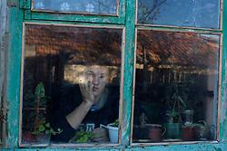 Ukraina<br /> Aleksandr Shestak, 17 &aring;r, skadad av en mina, d&aring; just fyllda 16. Han skyddade sin syster n&auml;r n&aring;got exploderade utanf&ouml;r huset p&aring; den andra sidan v&auml;gen i byn Nijne Krinskoe.<br /> <br /> Photo: Niclas Hammarstr&ouml;m