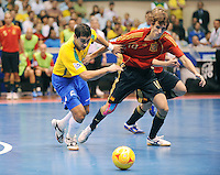 Fussball  International  FIFA  FUTSAL WM 2008   19.10.2008 Finale Brasil - Spain Brasilien - Spanien GABRIEL (li, BRA) gegen BORJA (ESP)