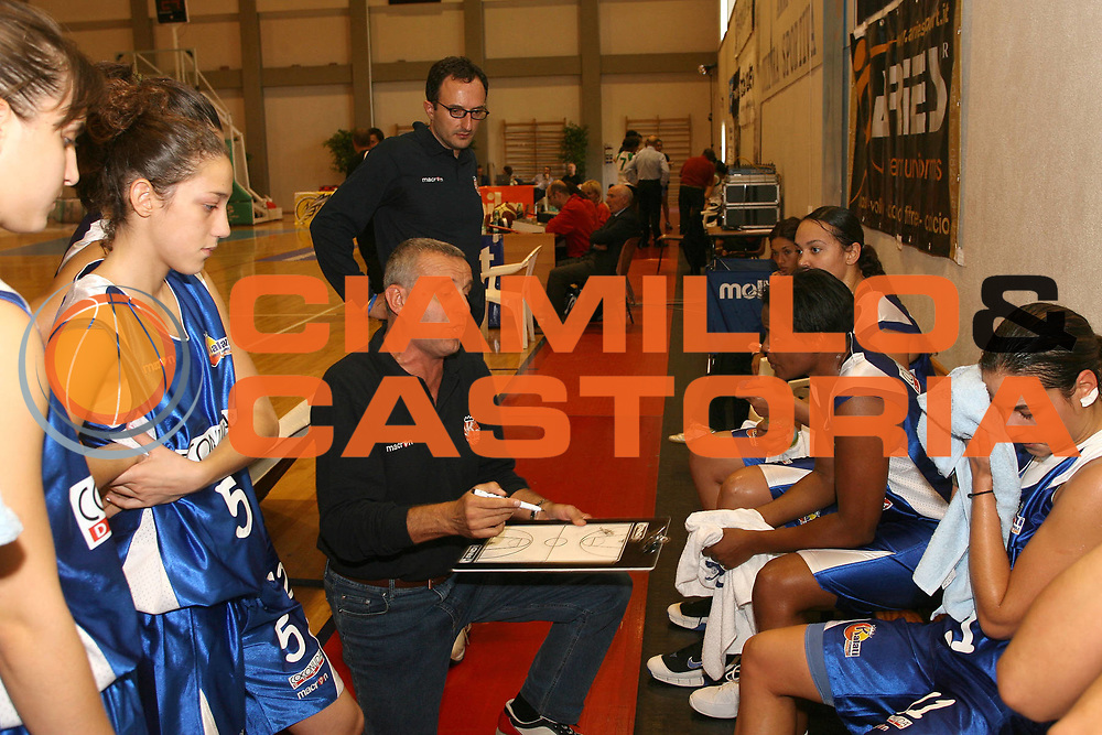 DESCRIZIONE : Cagliari Lega A1 Femminile 2006-07 Prima Giornata Trogylos Priolo Maddaloni Basket <br /> GIOCATORE : Palazzino Francesco Team Maddaloni<br /> SQUADRA : Maddaloni Basket <br /> EVENTO : Campionato Lega A1 2006-2007 Prima Giornata <br /> GARA : Trogylos Priolo Maddaloni Basket <br /> DATA : 08/10/2006 <br /> CATEGORIA : Timeout <br /> SPORT : Pallacanestro <br /> AUTORE : Agenzia Ciamillo-Castoria/S.D'Errico