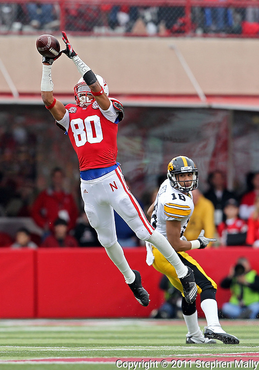 November 25, 2011: Nebraska Cornhuskers wide receiver Kenny Bell (80) pulls in a pass during the first half of the NCAA football game between the Iowa Hawkeyes and the Nebraska Cornhuskers at Memorial Stadium in Lincoln, Nebraska on Friday, November 25, 2011.