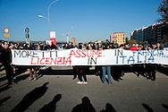 Roma 28 Novembre 2011.Inaugurata la nuova Stazione Tiburtina dell'alta velocità..I  lavoratori della Wagon-Lits protestano contro i licenziamenti e contro l'ad di Trenitalia, Mauro Moretti.