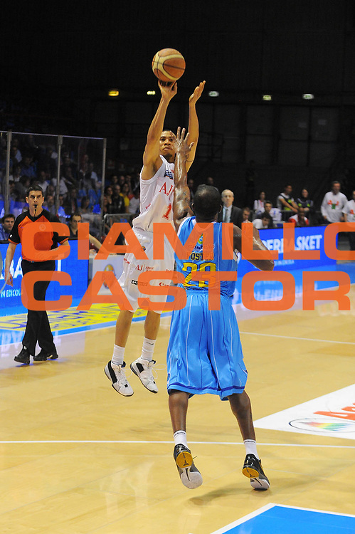 DESCRIZIONE : Milano Lega A 2010-11 Armani Jeans Milano Vanoli Braga Cremona<br /> GIOCATORE : Ibrahim Jaaber<br /> SQUADRA : Armani Jeans Milano<br /> EVENTO : Campionato Lega A 2010-2011<br /> GARA : Armani Jeans Milano Vanoli Braga Cremona<br /> DATA : 12/05/2011<br /> CATEGORIA : Tiro<br /> SPORT : Pallacanestro<br /> AUTORE : Agenzia Ciamillo-Castoria/A.Dealberto<br /> Galleria : Lega Basket A 2010-2011<br /> Fotonotizia : Milano Lega A 2010-11 Armani Jeans Milano Vanoli Braga Cremona<br /> Predefinita :