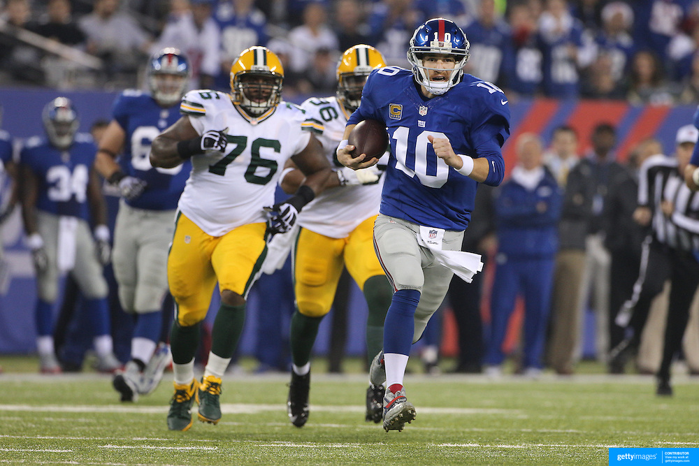 Quarterback Eli Manning, New York Giants, in action during the New York Giants Vs Green Bay Packers, NFL American Football match at MetLife Stadium, East Rutherford, New Jersey, USA. 17th November 2013. Photo Tim Clayton