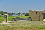 Nederland, the Netherlands, Brummen, 10-5-2018Het landschap tussen Voorst en Cortenoever, vlakbij Zutphen, is een gebied dat door de IJssel is gevormd. Met uitgestrekte uiterwaarden, stroomruggen en een aantal scherpe rivierbochten. Om het gebied langs de IJssel te beschermen tegen hoogwater zijn op twee plekken dijken landinwaarts verlegd. Zo is er meer ruimte voor de rivier wanneer het nodig is. Bij het verhogen van de waterveiligheid is op een slimme manier gebruik gemaakt van bestaande dijken in het gebied. Die zijn op strategische locaties – in het noorden en zuiden – verlaagd. Bovendien hebben de drempels verschillende hoogten. Daardoor stromen de uiterwaarden bij hoogwater gecontroleerd mee met de rivier en blijft de stroomsnelheid beperkt. Zo treedt er minder schade op. Als de waterstand in de IJssel weer zakt, zakt ook de waterstand in de overstroombare gebieden. Nieuw aangelegde gemalen pompen dan het laatste water uit het gebied, waardoor het snel weer droog is.
