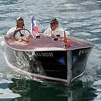 Navig'Aix 2007. Copyright : Thierry Seray..Miss Belford-Chris Craft 1940 - (Utilities modified) Owner and pilot : Eric André REUNION DE VIEUX BATEAUX A MOTEUR SUR LE LAC D'AIX LES BAINS. NAVIG'AIX. VIEUX CANOTS AUTOMOBILES. CHRIS CRAFT, HACKER CRAFT, RIVA