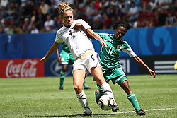 25.07.2010,  Augsburg, GER, FIFA U20 Womens Worldcup, , Viertelfinale, USA vs Nigeria,  im BildKristie MEWIS (USA #9) und Glory IROKA (Nigeria #11) im Kampf , EXPA Pictures © 2010, PhotoCredit: EXPA/ nph/ . Straubmeier+++++ ATTENTION - OUT OF GER +++++ / SPORTIDA PHOTO AGENCY