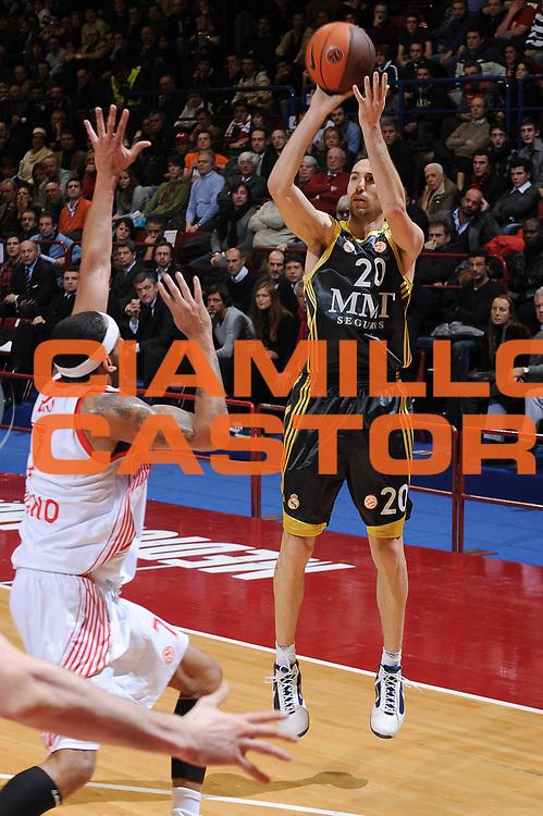 DESCRIZIONE : Milano Eurolega 2009-10 Armani Jeans Milano Real Madrid<br /> GIOCATORE : Sergi Vidal<br /> SQUADRA : Real Madrid<br /> EVENTO : Eurolega 2009-2010<br /> GARA : Armani Jeans Milano Real Madrid<br /> DATA : 13/01/2010 <br /> CATEGORIA : tiro<br /> SPORT : Pallacanestro <br /> AUTORE : Agenzia Ciamillo-Castoria/A.Dealberto<br /> Galleria : Eurolega 2009-2010 <br /> Fotonotizia : Milano Eurolega 2009-10 Armani Jeans Milano Real Madrid<br /> Predefinita :