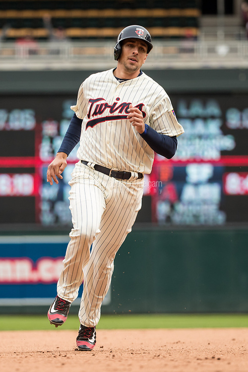 MINNEAPOLIS, MN- APRIL 5: Jason Castro #21 of the Minnesota Twins runs against the Kansas City Royals on April 5, 2017 at Target Field in Minneapolis, Minnesota. The Twins defeated the Royals 9-1. (Photo by Brace Hemmelgarn) *** Local Caption *** Jason Castro