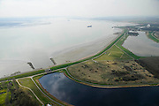 Nederland, Zeeland, Gemeente Reimerswaal, 01-04-2016; Bathse spuisluis en spuikanaal gezien naar de Westerschelde.<br /> <br /> luchtfoto (toeslag op standard tarieven);<br /> aerial photo (additional fee required);<br /> copyright foto/photo Siebe Swart