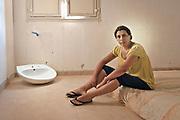 Palermo, a woman occupies an empty house in Zen neigborood,  resisting  eviction by the police.<br /> Palermo, una donna con la sua famiglia occupa una casa nel quartiere Zen, resistendo agli sgomberi della polizia