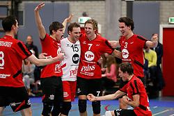 21-12-2013 VOLLEYBAL: BEKER ZAANSTAD - PRINS VCV: ZAANSTAD<br /> Spelers van Prins VCV vieren de overwinning met 3-0<br /> ©2013-FotoHoogendoorn.nl / Pim Waslander