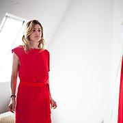 """Julie Gayet, actrice et créatrice de la maison de production """"Rouge International"""". Séance d'essayage des robes de la créatrice Delphine Josse, pour la montée des marches du Festival de Cannes le 2 mai 2012."""