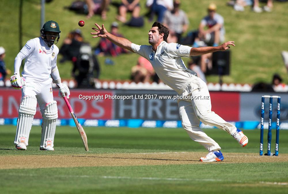 New Zealand's Colin de Grandhomme.  New Zealand Blackcaps v Bangladesh, ANZ International Cricket, Day 2 of the 1st test, Basin Reserve, Wellington, New Zealand. Friday, 13 January, 2017. Copyright photo: John Cowpland / www.photosport.nz