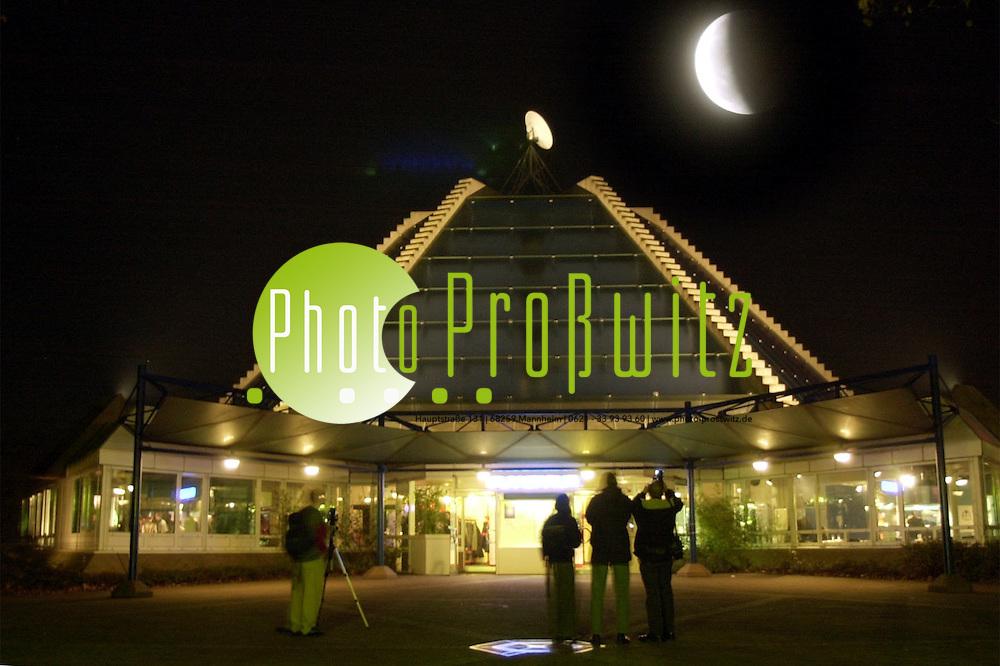 Mannheim. Mondfinsternis / Planetarium<br /> <br /> BILD: PRO&szlig;WITZ