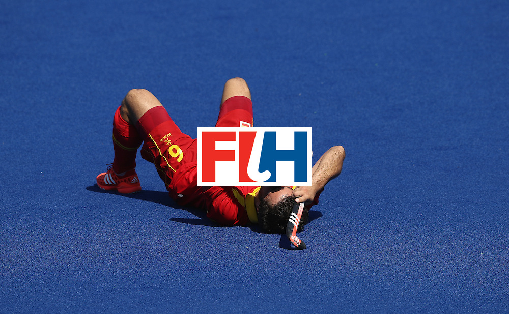 RIO DE JANEIRO, BRAZIL - AUGUST 14:  Miguel Delas of Spain looks dejected after their 2-1 defeat during the Men's hockey quarter final match between Spain and Argentina on Day 9 of the Rio 2016 Olympic Games at the Olympic Hockey Centre on August 14, 2016 in Rio de Janeiro, Brazil.  (Photo by David Rogers/Getty Images)
