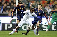 FOOTBALL - FRIENDLY GAME - FRANCE v SPAIN - 03/03/2010  - PHOTO JEAN MARIE HERVIO / DPPI - SIDNEY GOVOU (FRA) / ALVARO ARBELOA (SPA)
