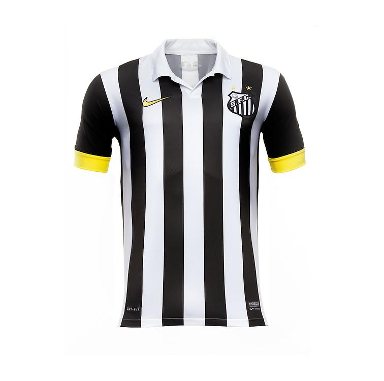 Sao Paulo, Brasil, October 13 of 2013:  Nike Football shirt - SANTOS. (foto: Caio Guatelli)