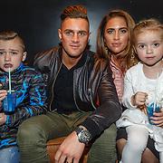 NLD/Hilversum/20160423 - Première Wonder School LIVE, Nieky Holzken, partner Nathalie en kinderen