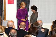 Maxima ontvangt Machiavelliprijs 2011.<br /> <br /> Prinses M&aacute;xima is onderscheiden voor haar wijze van communiceren. In perscentrum Nieuwspoort in Den Haag ontvangt zij de Machiavelliprijs 2011. Deze prijs gaat elk jaar naar iemand die uitblinkt op het gebied van publieke communicatie.<br /> <br /> Maxima receives Machiavelli Prize 2011.<br /> <br /> Princess Maxima is distinguished for its way of communicating. In Nieuwspoort press center in The Hague, she receives the Price Machiavelli 2011. This award goes annually to someone who excels in the field of public communication.<br /> <br /> Op de foto / On the photo:  Prinses Maxima ontvangt voor haar uitzonderlijke communicatieve kwaliteiten de Machiavelliprijs 2011 uit handen van de voorzitter van de stichting Marja Wagenaar // Princess Maxima receives for her exceptional communication skills Machiavelli Prize 2011 from the hands of the chairman of the foundation Marja Wagenaar