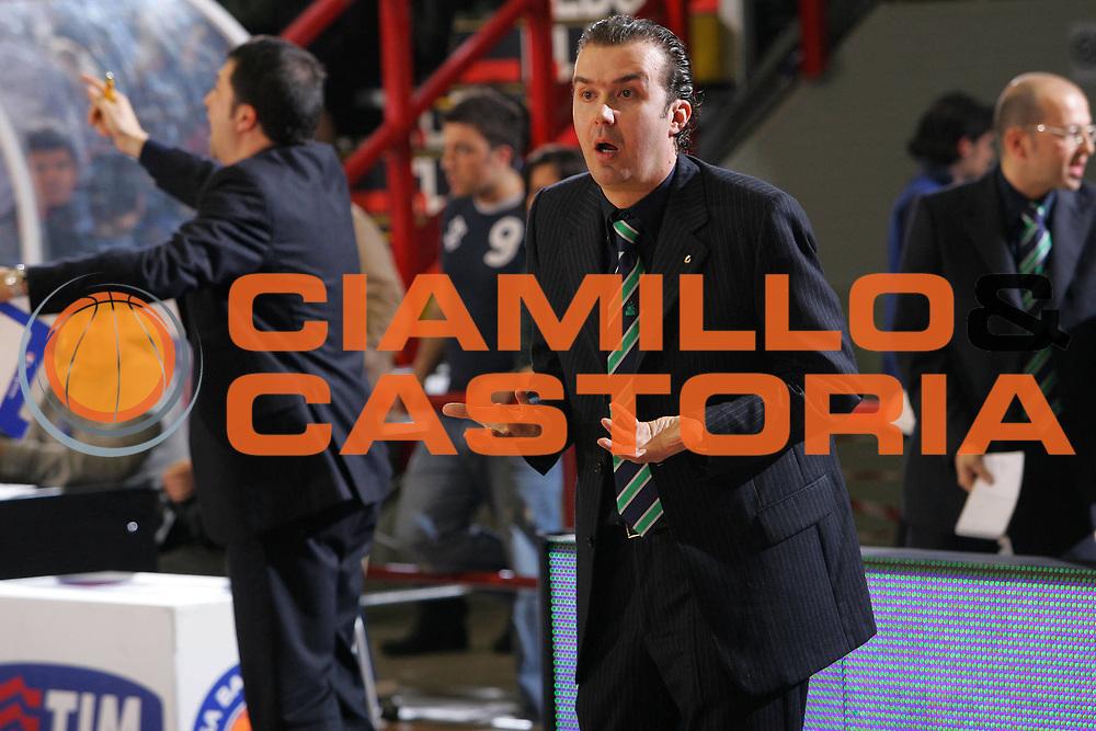 DESCRIZIONE : Napoli Lega A1 2006-07 Eldo Napoli Montepaschi Siena <br /> GIOCATORE : Pianigiani <br /> SQUADRA : Montepaschi Siena <br /> EVENTO : Campionato Lega A1 2006-2007 <br /> GARA : Eldo Napoli Montepaschi Siena <br /> DATA : 03/03/2007 <br /> CATEGORIA : Delusione <br /> SPORT : Pallacanestro <br /> AUTORE : Agenzia Ciamillo-Castoria/S.Silvestri