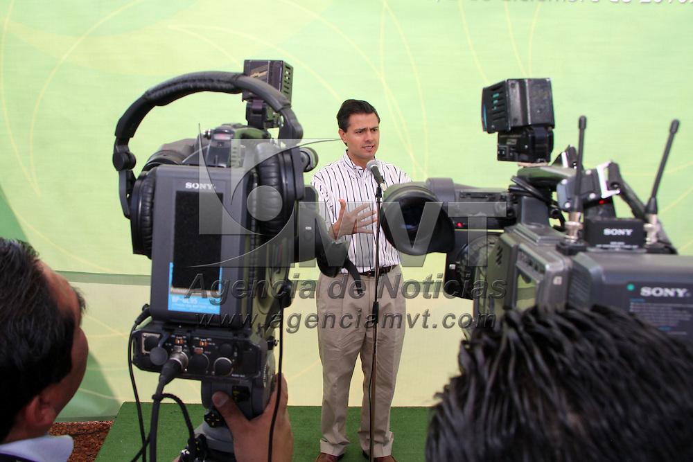VILLA GUERRERO, México.- El gobernador del Estado de México, Enrique Peña Nieto, en entrevista con los medios de comunicación, señalo que los partidos que no confien en el IEEM que no participen en las proximas elecciones. Agencia MVT / José Hernández. (DIGITAL)