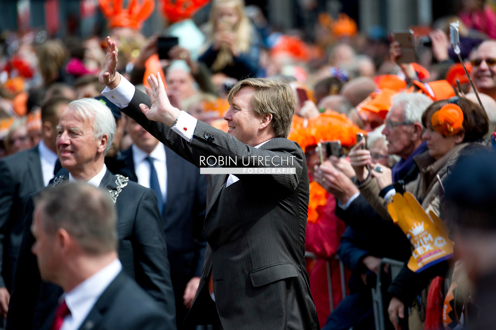 27-4-2017 guus meeuwis  TILBURG - Koning Willem-Alexander, Koningin Maxima, de Prinses van Oranje Amalia , Prinses Alexia en Prinses Ariane zijn aanwezig bij de viering van Koningsdag in de gemeente Tilburg, in het hart van Brabant.<br /> Prins Constantijn en Prinses Laurentien, Prins Maurits en Prinses Maril&egrave;ne, Prins Bernhard en Prinses Annette, Prins Pieter-Christiaan en Prinses Anita &eacute;n Prins Floris en Prinses Aim&eacute;e zijn ook aanwezig bij Koningsdag in Tilburg. COPYRIGHT ROBIN UTRECHT<br /> <br /> 27-4-2017 TILBURG - King Willem-Alexander, Queen Maxima, Princess of Orange Amalia, Princess Alexia and Princess Ariane are present at the celebration of King's Day in the municipality of Tilburg, in the heart of Brabant.<br /> Prince Constantine and Princess Laurentia, Prince Maurice and Princess Marilene, Prince Bernhard and Princess Annette, Prince Pieter-Christiaan and Princess Anita and Prince Floris and Princess Aim&eacute;e are also present at Koningsdag in Tilburg. COPYRIGHT ROBIN UTRECHT