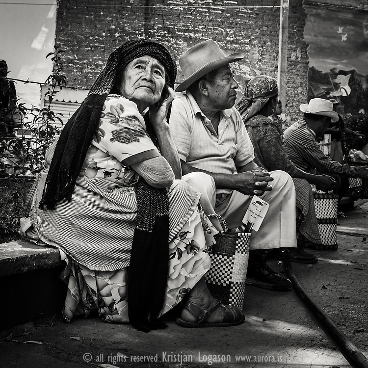 Old couple resting on a bench at the market in Tlacolulu