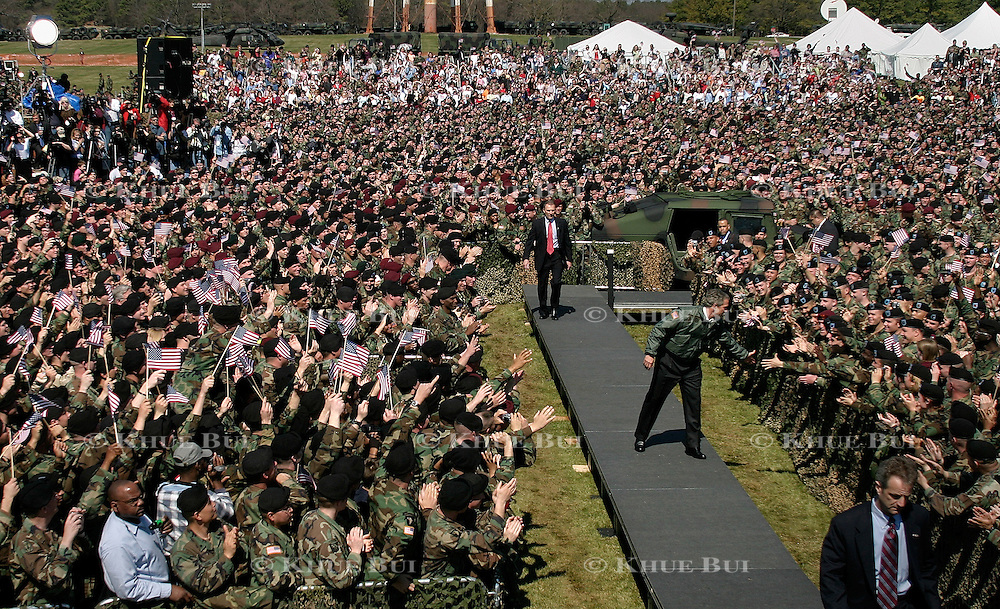 Pres. Bush speaks to troops of the 101st Airborne Division Thursday, March 18, 2004, at Ft. Campbell, KY...Photo by Khue Bui