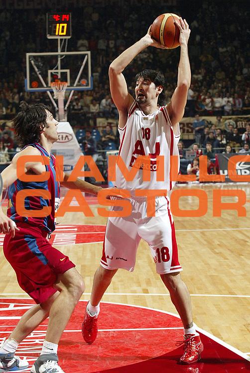 DESCRIZIONE : Milano Eurolega 2005-06 Armani Jeans Milano Winterthur Barcellona<br />GIOCATORE : Gigena<br />SQUADRA : Armani Jeans Milano<br />EVENTO : Eurolega 2005-2006<br />GARA : Armani Jeans Milano Winterthur Barcellona<br />DATA : 08/12/2005<br />CATEGORIA : Passaggio<br />SPORT : Pallacanestro<br />AUTORE : Agenzia Ciamillo-Castoria/S.Ceretti
