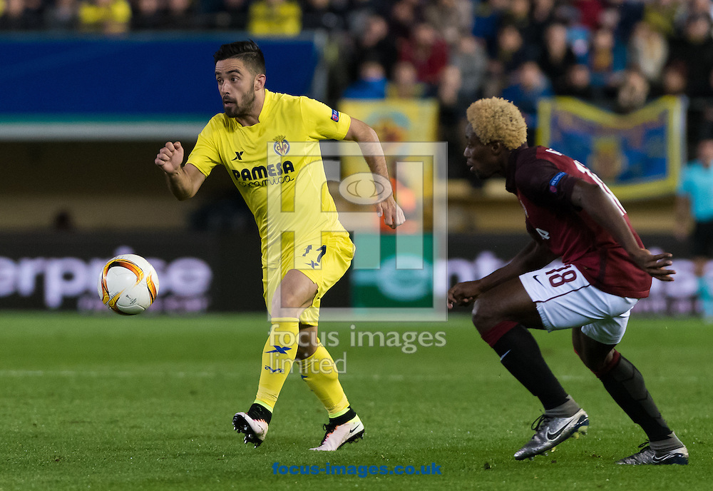 Jaume Costa of Villarreal CF and Tiemoko Konate of AC Sparta Prague during the UEFA Europa League quarter final match at Estadio El Madrigal, Villarreal<br /> Picture by Maria Jose Segovia/Focus Images Ltd +34 660052291<br /> 07/04/2016