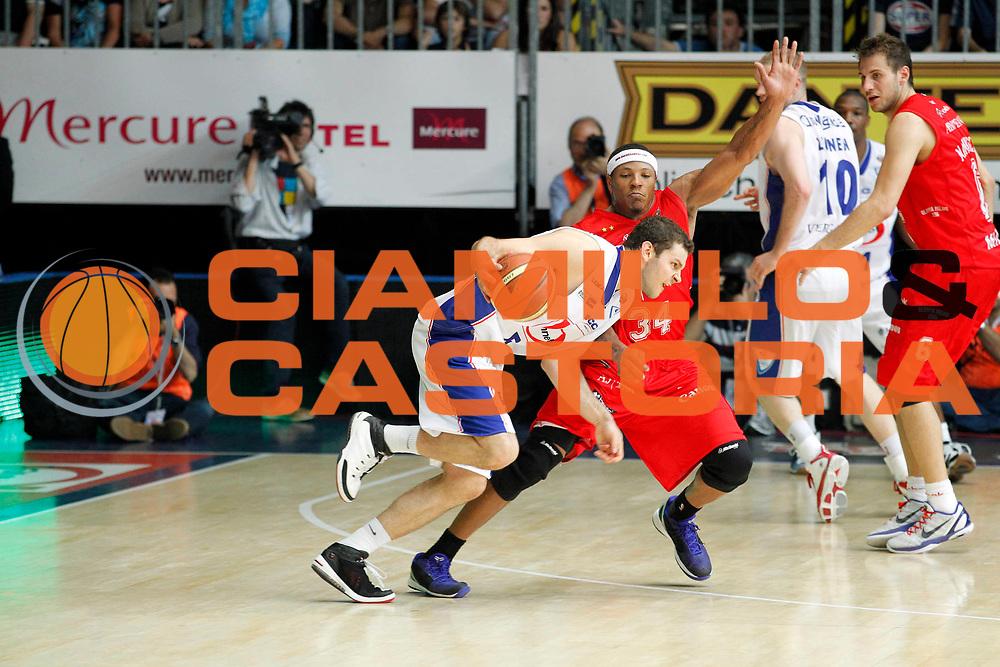 DESCRIZIONE : Cantu Lega A 2010-11 Semifinale Play off Gara 2 Bennet Cantu Armani Jeans Milano<br /> GIOCATORE : Vladimir Micov<br /> SQUADRA : Bennet Cantu<br /> EVENTO : Campionato Lega A 2010-2011<br /> GARA : Bennet Cantu Armani Jeans Milano<br /> DATA : 01/06/2011<br /> CATEGORIA : Palleggio<br /> SPORT : Pallacanestro<br /> AUTORE : Agenzia Ciamillo-Castoria/G.Cottini<br /> Galleria : Lega Basket A 2010-2011<br /> Fotonotizia : Cantu Lega A 2010-11 Semifinale Play off Gara 2 Bennet Cantu Armani Jeans Milano<br /> Predefinita :