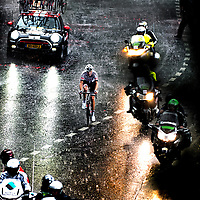 Frankrijk, Andorra Arcalis, 10-07-2016<br /> Wielrennen, Tour de France, 9e etappe.<br /> Van Vielha Val D&rsquo;Aran naar Andorra Arcalis.<br /> Tom Dumoulin tijdens de beklimming van de Andorra Arcalis in de stromende regen en de dikke hagelstenen en op weg naar de ritzege.<br /> Foto: Klaas Jan van der Weij