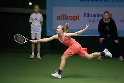 OSLO, NORWAY - Saturday, December 19, 2009: Johanna Larsson (SWE) during the Ladies' Final at the NRP Rubik Nordic Masters 2009 tournament at the Riksanlegget. (Pic by David Rawcliffe/Propaganda)