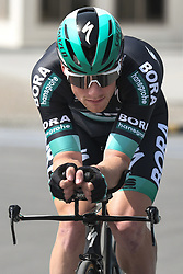 February 24, 2019 - Abu Dhabi, United Arab Emirates - Sam Bennett of Ireland and Bora-Hansgrohe Team warms up ahead of the Team Time Trial, the opening ADNOC stage of the inaugural UAE Tour 2019..On Sunday, February 24, 2019, Abu Dhabi, United Arab Emirates. (Credit Image: © Artur Widak/NurPhoto via ZUMA Press)