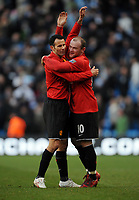 Fotball<br /> England<br /> Foto: Fotosports/Digitalsport<br /> NORWAY ONLY<br /> <br /> Ryan Giggs and Wayne Rooney Celebrate towards Man Utd fans after the final whistle<br /> Manchester United 2008/09<br /> Manchester City V Manchester United (0-1) 30/11/08<br /> The Premier League