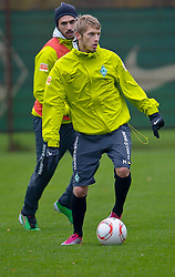09.11.2010, Platz 5, Bremen, GER, Training Werder Bremen, im Bild Aaron Hunt ( Werder #14 )    EXPA Pictures © 2010, PhotoCredit: EXPA/ nph/  Kokenge+++++ ATTENTION - OUT OF GER +++++
